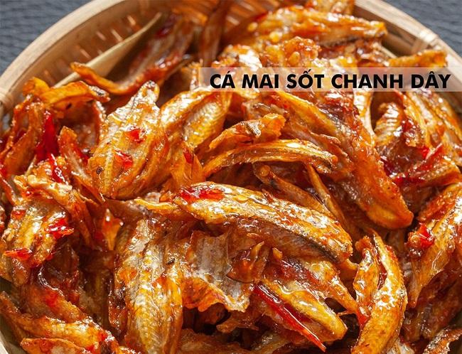Từ bánh chưng trà xanh cá hồi cho đến giò trộn đầy ớt xanh... thị trường đồ ăn Tết năm nay gây hoang mang quá mà  - Ảnh 6.
