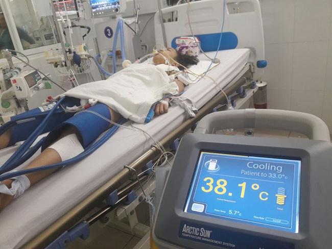 Bệnh nhân 17 tuổi bất ngờ ngã sau giờ tan học thêm dẫn đến hôn mê, ngừng toàn hoàn được cứu sống nhờ hạ thân nhiệt - Ảnh 1.