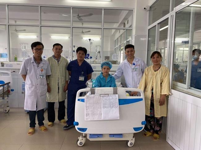 Bệnh nhân 17 tuổi bất ngờ ngã sau giờ tan học thêm dẫn đến hôn mê, ngừng toàn hoàn được cứu sống nhờ hạ thân nhiệt - Ảnh 3.