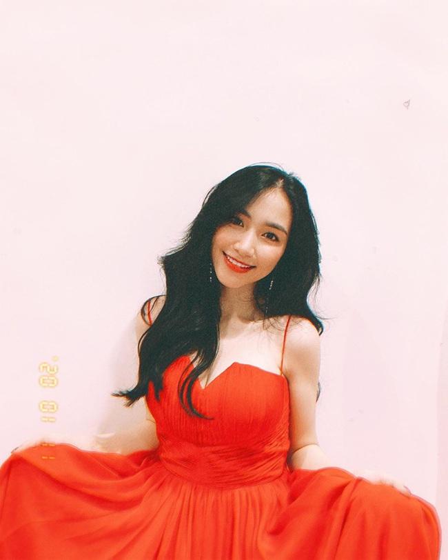 Được fan khen xinh nức nở nhưng Hòa Minzy lại vô tình lộ dấu hiệu của phụ nữ sau sinh - Ảnh 4.