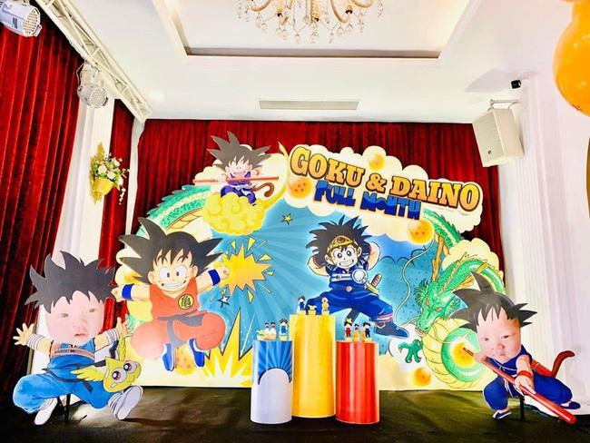 Vợ chồng MC Thành Trung làm tiệc đầy tháng hoành tráng đúng chất rich kid cho 2 con trai, lần đầu tiết lộ tên thật cặp sinh đôi - Ảnh 4.