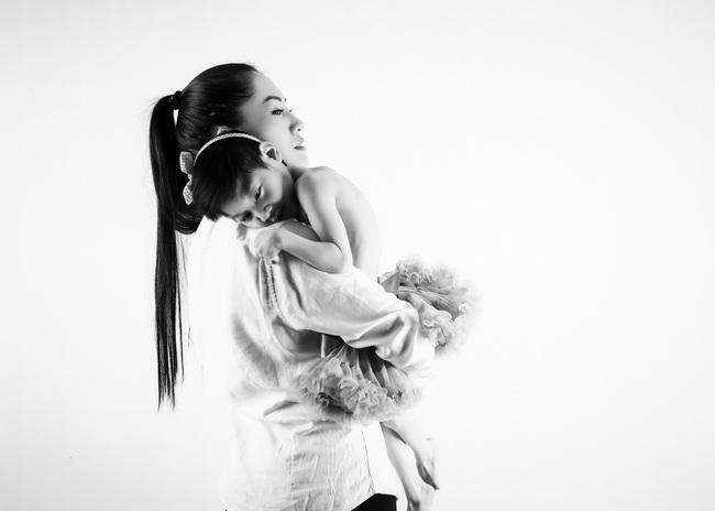 """Nghẹn ngào xúc động trước chia sẻ của Minh Cúc """"Về nhà đi con"""" dành cho con gái bại não: """"Mẹ cũng muốn được cùng em hóa thành thiên thần"""" - Ảnh 1."""