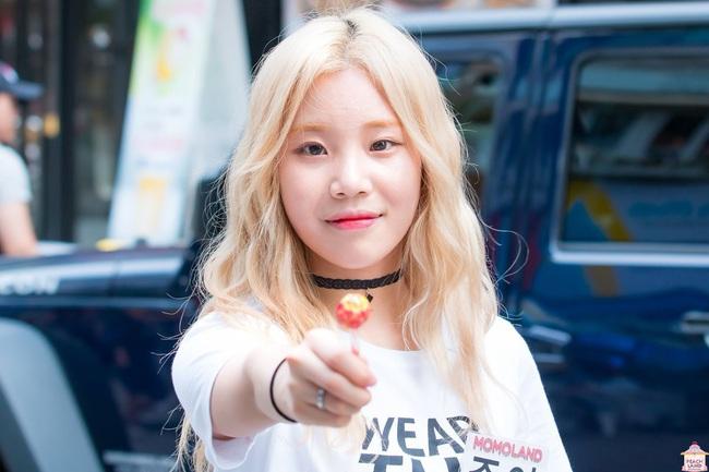"""JooE (MOMOLAND) nổi hứng cover nhạc của J-Hope (BTS) liền bị chỉ trích vì làm động tác """"nhạy cảm"""" - Ảnh 2."""