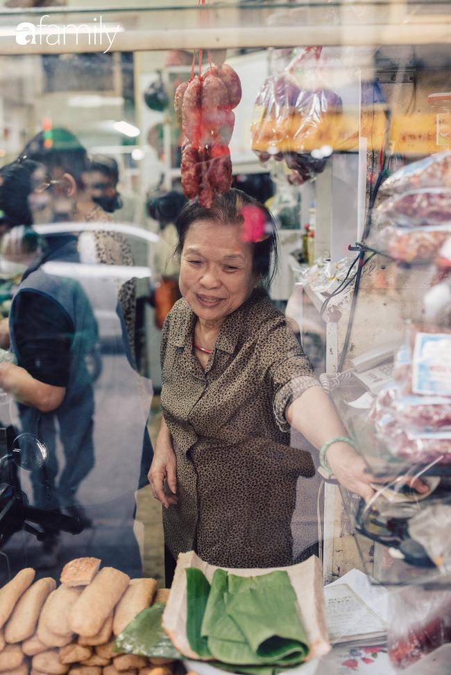 Tiệm giò chả 200 năm tuổi, cứ Tết đến lại xếp hàng như thời bao cấp trên phố Hàng Bông và triết lý kinh doanh lạ: Không cần con nối nghiệp - Ảnh 5.