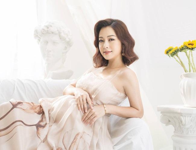 Hoa hậu Jennifer Phạm chính thức hạ sinh bé thứ 4, được mẹ chồng bay từ Hà Nội vào TP.HCM chăm sóc - Ảnh 3.