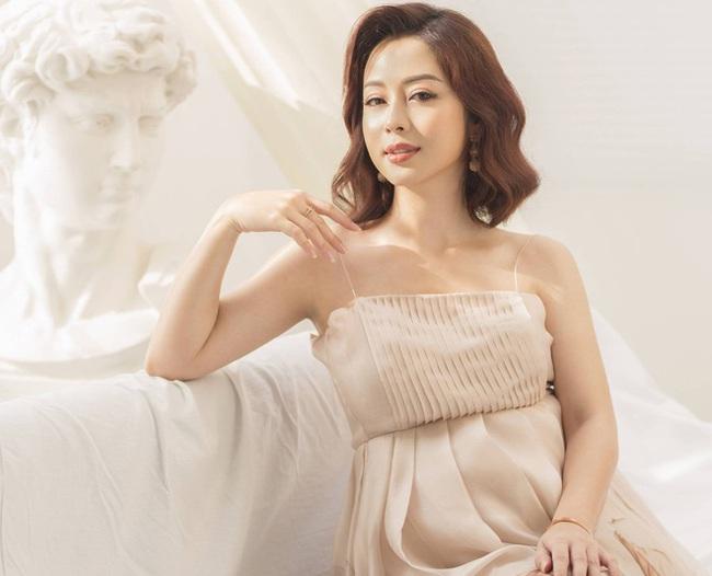 Hoa hậu Jennifer Phạm chính thức hạ sinh bé thứ 4, được mẹ chồng bay từ Hà Nội vào TP.HCM chăm sóc - Ảnh 2.