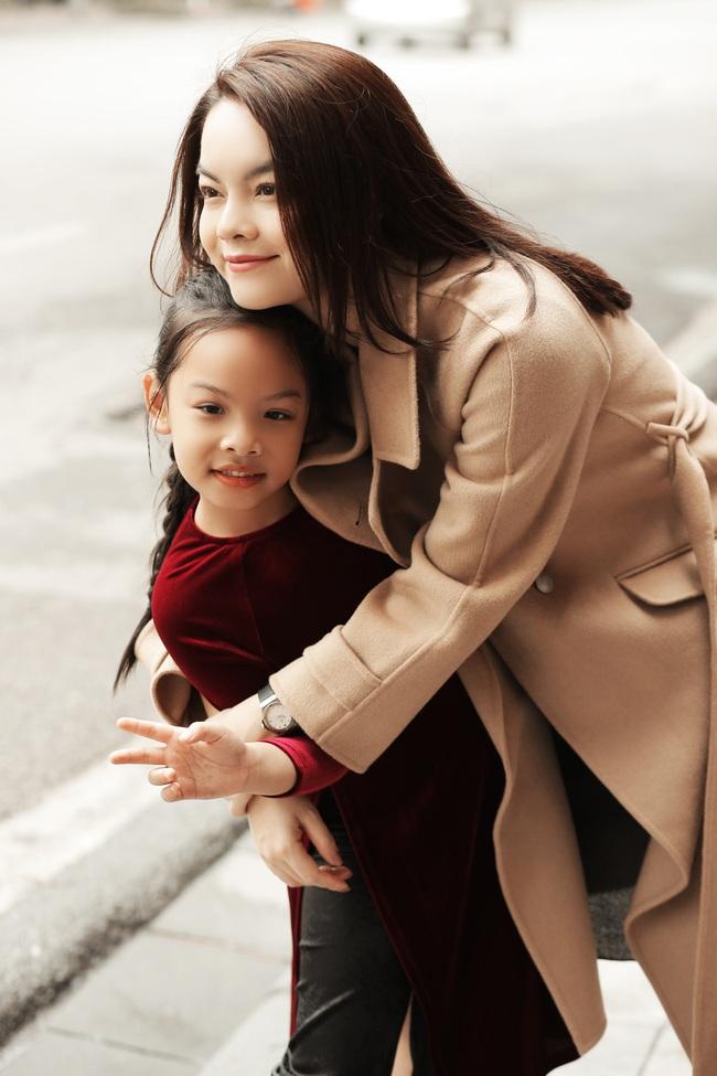 Phạm Quỳnh Anh làm MV Tết cùng học trò The Voice Kids nhưng đặc biệt là sự xuất hiện của cô bé diễn viên nhí này - Ảnh 2.