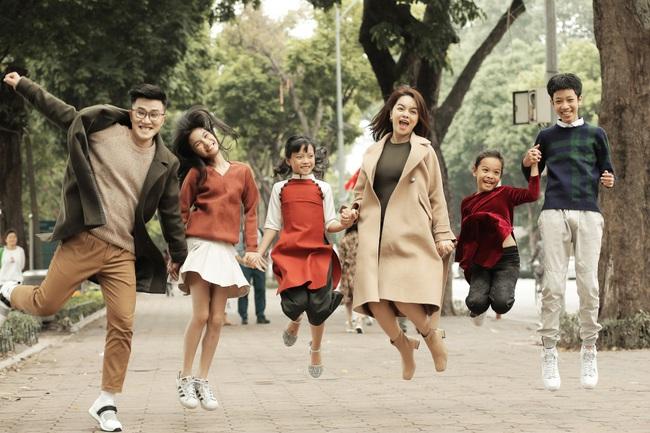 Phạm Quỳnh Anh làm MV Tết cùng học trò The Voice Kids nhưng đặc biệt là sự xuất hiện của cô bé diễn viên nhí này - Ảnh 4.