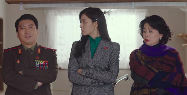 """""""Vợ sắp cưới"""" của Hyun Bin có một tuyệt chiêu làm điệu cho tóc giúp thu gọn mặt, độ sang chảnh tăng tột bậc - Ảnh 7."""