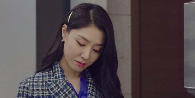 """""""Vợ sắp cưới"""" của Hyun Bin có một tuyệt chiêu làm điệu cho tóc giúp thu gọn mặt, độ sang chảnh tăng tột bậc - Ảnh 4."""