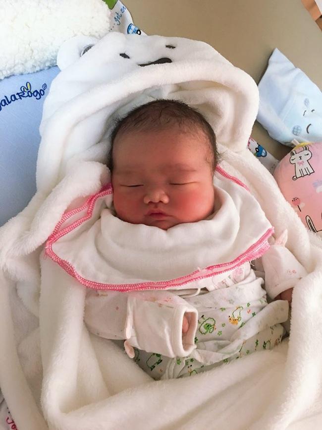 Bé trai sơ sinh nặng 5,1kg chào đời tại Trung tâm Sản Nhi  Phú Thọ  - Ảnh 2.