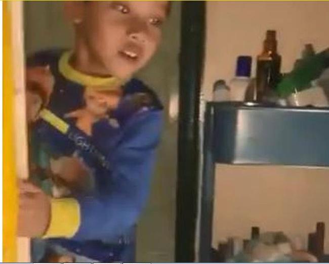 """Cười ngất trước phản ứng hài hước của bé trai khi phát hiện trong phòng dì có một """"con ma"""" - Ảnh 2."""