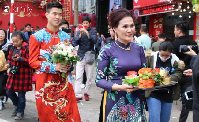 Duy Mạnh hớn hở đến đón cô dâu Quỳnh Anh, thay 2 bộ áo dài đến đón nàng hot girl xinh đẹp lộng lẫy - Ảnh 3.