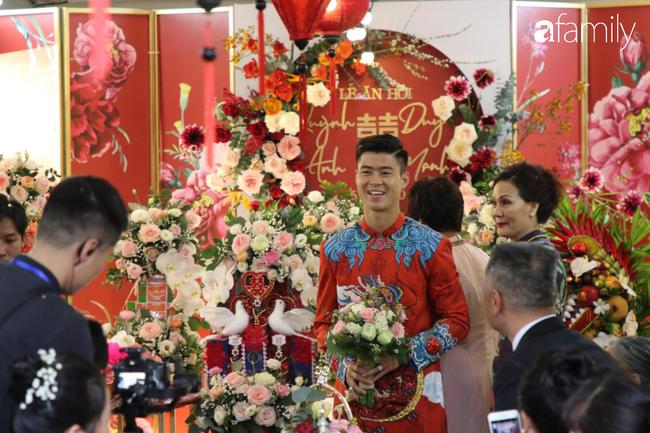 Duy Mạnh hớn hở đến đón cô dâu Quỳnh Anh, thay 2 bộ áo dài đến đón nàng hot girl xinh đẹp lộng lẫy - Ảnh 2.