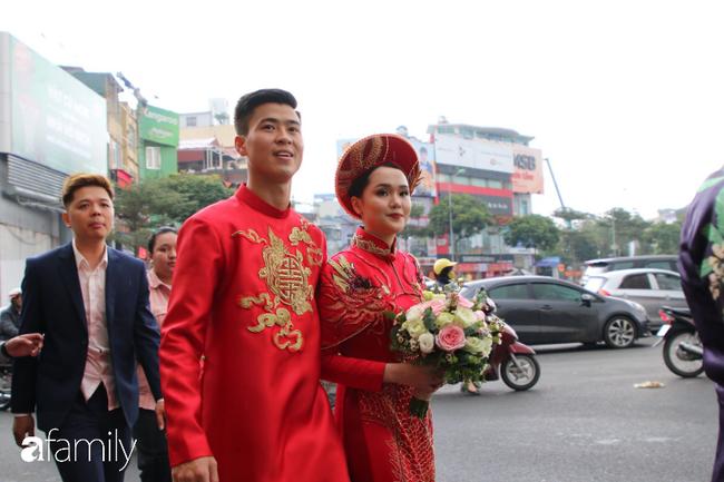 Duy Mạnh rước cô dâu Quỳnh Anh về nhà ở Đông Anh, nhưng đến nơi phải ngồi đợi vì... nhà gái lạc đường - Ảnh 3.