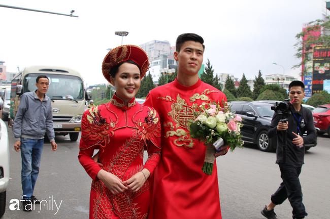 Duy Mạnh rước cô dâu Quỳnh Anh về nhà ở Đông Anh, nhưng đến nơi phải ngồi đợi vì... nhà gái lạc đường - Ảnh 2.