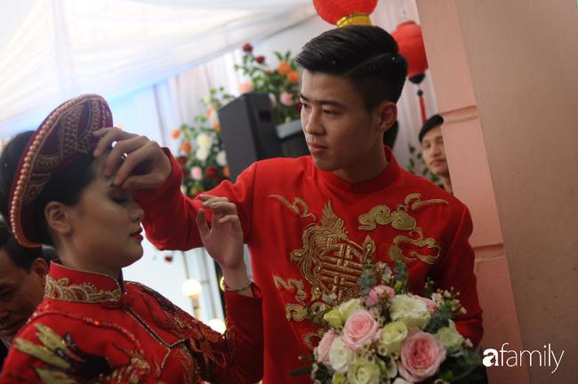 Duy Mạnh rước cô dâu Quỳnh Anh về nhà ở Đông Anh, nhưng đến nơi phải ngồi đợi vì... nhà gái lạc đường - Ảnh 6.