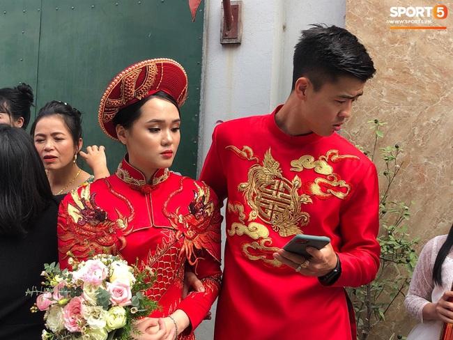 Duy Mạnh rước cô dâu Quỳnh Anh về nhà ở Đông Anh, nhưng đến nơi phải ngồi đợi vì... nhà gái lạc đường - Ảnh 4.