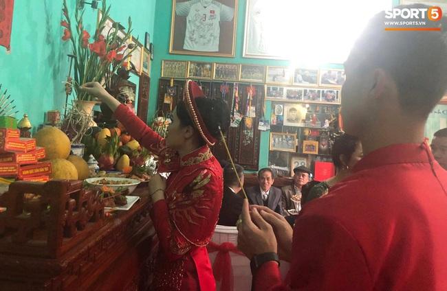 Duy Mạnh rước cô dâu Quỳnh Anh về nhà ở Đông Anh, nhưng đến nơi phải ngồi đợi vì... nhà gái lạc đường - Ảnh 9.