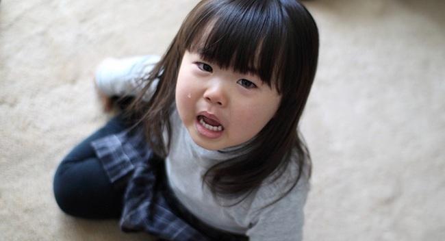 Con gái bỗng thay đổi tính cách, mẹ nhìn vào tranh lập tức nhấc điện thoại gọi cảnh sát - Ảnh 1.