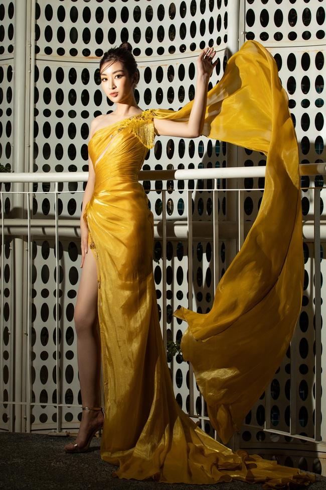"""3 nàng Hậu Mỹ Linh - Tiểu Vy - Thùy Linh diện váy xẻ """"thót tim"""", khoe nhan sắc đỉnh cao trong một khuôn hình - Ảnh 9."""
