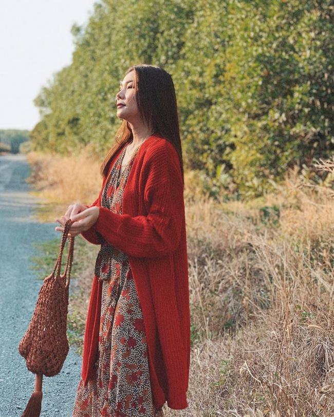 Cùng mê váy họa tiết dáng dài nhưng Thanh Hằng và Hà Tăng vẫn có những cách diện không đụng hàng - Ảnh 4.