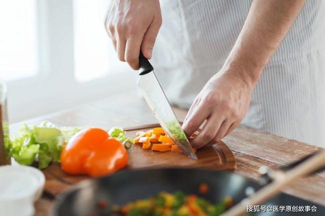 3 loại thức ăn thừa cần vứt bỏ, ngay cả bỏ tủ lạnh hay hâm nóng cũng vẫn gây bệnh - Ảnh 3.