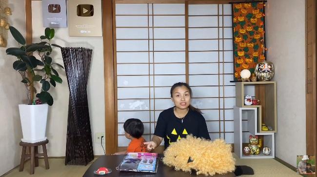 """Quỳnh Trần JP chứng tỏ đẳng cấp Youtuber """"tinh tế"""" chỉ bằng việc thay đổi chi tiết nhỏ trong video, bảo sao kênh cứ tăng sub chóng mặt - Ảnh 2."""