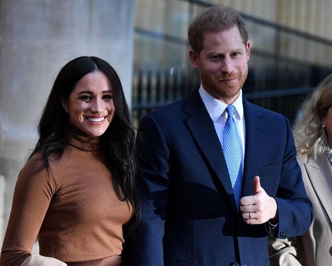 HOT: Vợ chồng Meghan Markle từ bỏ tước hiệu hoàng gia, Nữ hoàng Anh nói lời cảm ơn cặp đôi trong thông báo mới nhất - Ảnh 2.