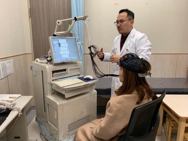 Nữ giám đốc thường xuyên bị mất ngủ, chịu áp lực cao, bác sĩ cảnh báo nguy cơ teo não đang đến rất gần - Ảnh 1.