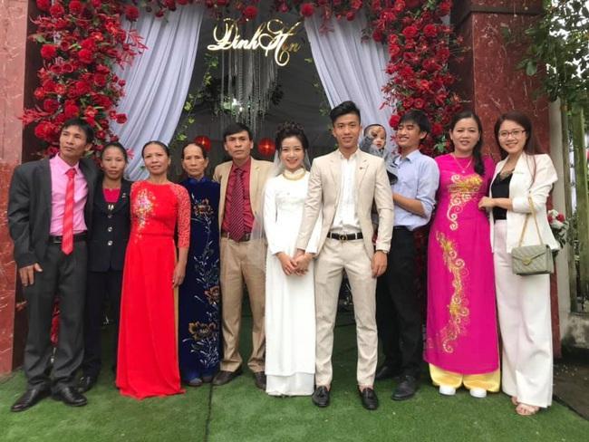 """Vợ Phan Văn Đức khoe bộ ảnh cưới nhận về số lượt like kỷ lục, tuy nhiên có một tấm hình nhìn sao cũng thấy """"sai sai"""" - Ảnh 9."""