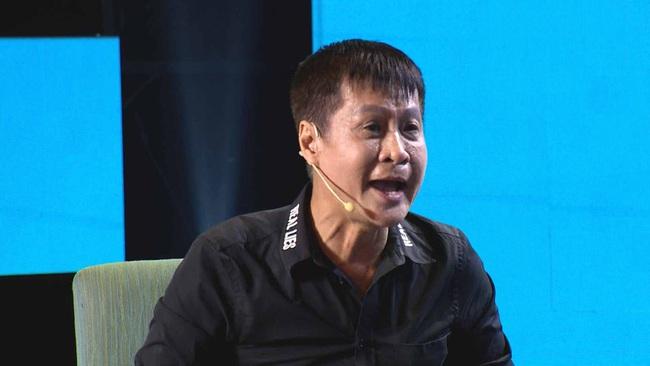 Lê Hoàng lại phát ngôn sốc về Tết, Quyền Linh giận đến mức đỏ bừng mặt cãi nhau trên sóng truyền hình  - Ảnh 4.