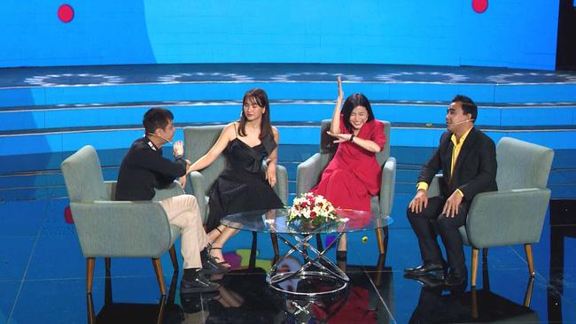 Lê Hoàng lại phát ngôn sốc về Tết, Quyền Linh giận đến mức đỏ bừng mặt cãi nhau trên sóng truyền hình  - Ảnh 2.