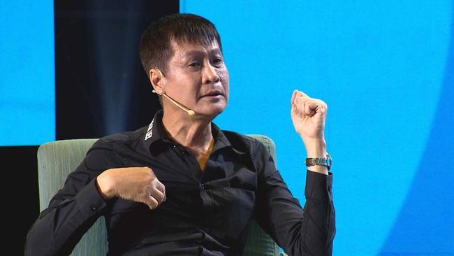 Lê Hoàng lại phát ngôn sốc về Tết, Quyền Linh giận đến mức đỏ bừng mặt cãi nhau trên sóng truyền hình  - Ảnh 6.