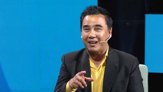 Lê Hoàng lại phát ngôn sốc về Tết, Quyền Linh giận đến mức đỏ bừng mặt cãi nhau trên sóng truyền hình  - Ảnh 8.