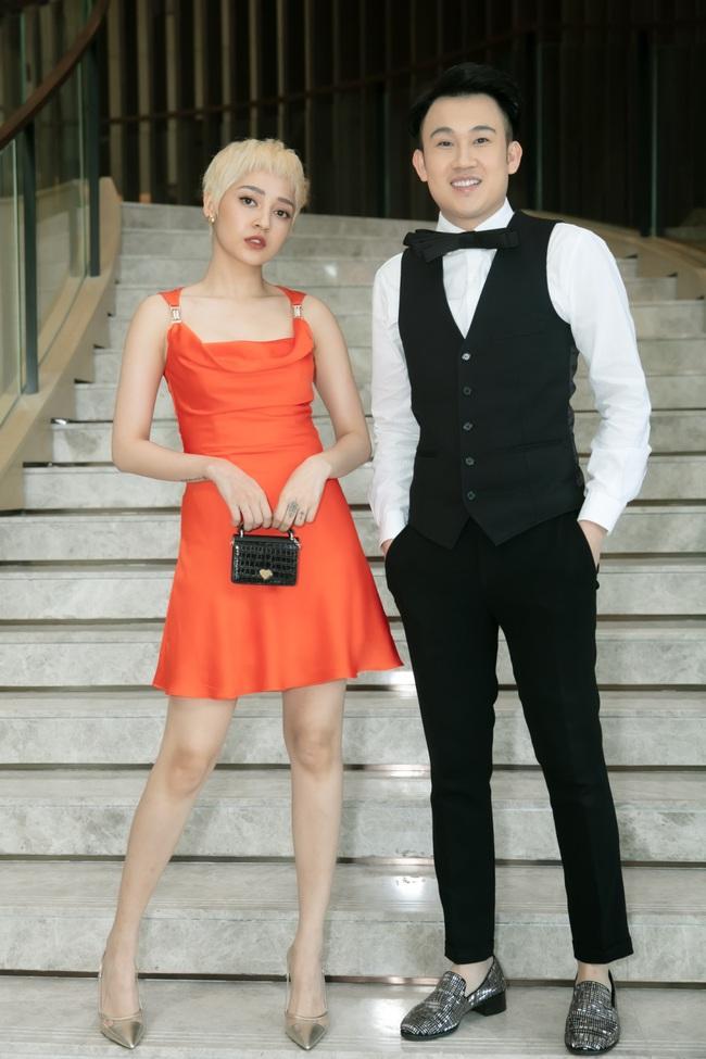 Bảo Anh khoe tóc trắng cá tính, diện váy gợi cảm đến chúc mừng Dương Triệu Vũ - Ảnh 7.