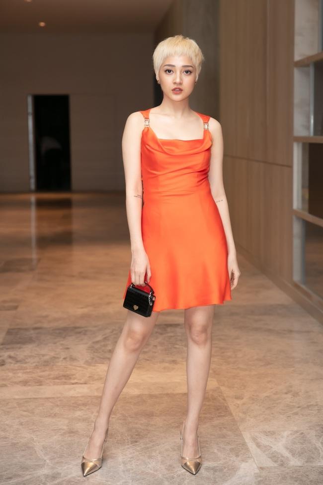 Bảo Anh khoe tóc trắng cá tính, diện váy gợi cảm đến chúc mừng Dương Triệu Vũ - Ảnh 6.