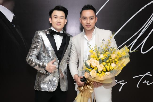 Bảo Anh khoe tóc trắng cá tính, diện váy gợi cảm đến chúc mừng Dương Triệu Vũ - Ảnh 10.
