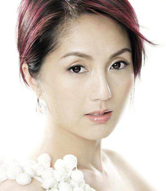 Ảnh hậu Hồng Kông sinh con mặt mũi bị bầm tím, đến 7 năm sau mới tiết lộ nguyên nhân thực sự - Ảnh 1.