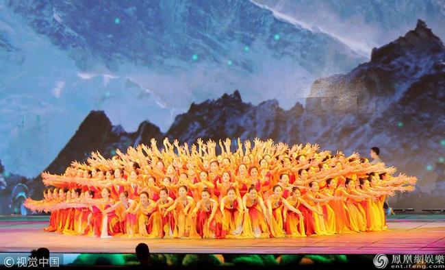 Top 4 Gala mừng xuân hoành tráng của Trung Quốc quy tụ hàng trăm nghệ sĩ không thể bỏ lỡ - Ảnh 8.