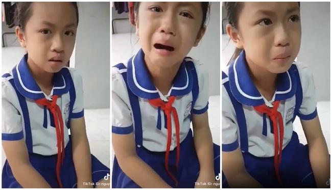 Bị thầy giáo đánh đòn, cô bé tiểu học khóc nức nở đưa ra lý lẽ đanh thép, nhưng sự thật lại khiến người mẹ cũng phì cười - Ảnh 2.