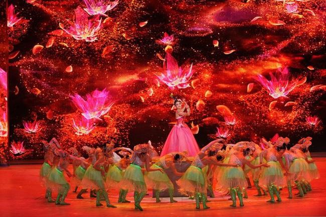 Top 4 Gala mừng xuân hoành tráng của Trung Quốc quy tụ hàng trăm nghệ sĩ không thể bỏ lỡ - Ảnh 9.
