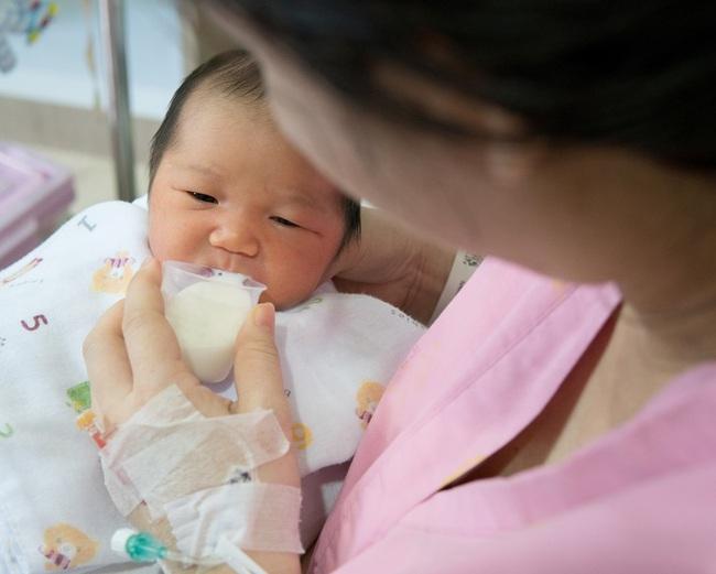 Sinh mổ và toàn bộ những kiến thức cơ bản mẹ cần biết về cuộc đại phẫu: nhiễm trùng, đau đớn, chậm sữa - Ảnh 7.
