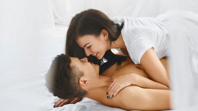 """Đừng rập khuôn """"chuyện trên giường"""", hãy thử những điều tưởng cũ nhưng không cũ này để thay đổi lí thuyết về tình dục của bạn đi! - Ảnh 1."""