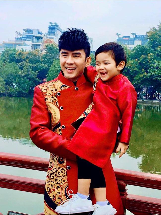 Khi các nhóc tì nhà sao Việt diện áo dài đón Tết: Con gái Hà Anh siê nhí nhảnh, quý từ nhà Đan Trường chững chạc thấy rõ - Ảnh 10.