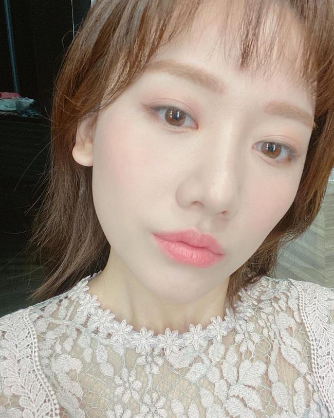 Hari Won khuyên chị em nên làm một điều trước khi tô son, một điều sau khi makeup để yên tâm đẹp nguyên Tết - Ảnh 2.