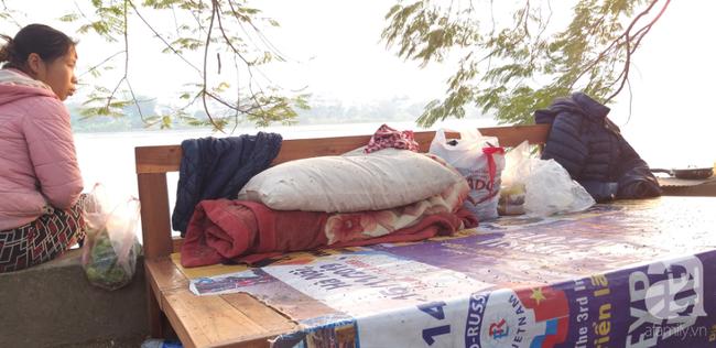 Hà Nội: Những người không có nơi để về ăn Tết, chỉ mong màn đêm nhanh xuống - Ảnh 7.
