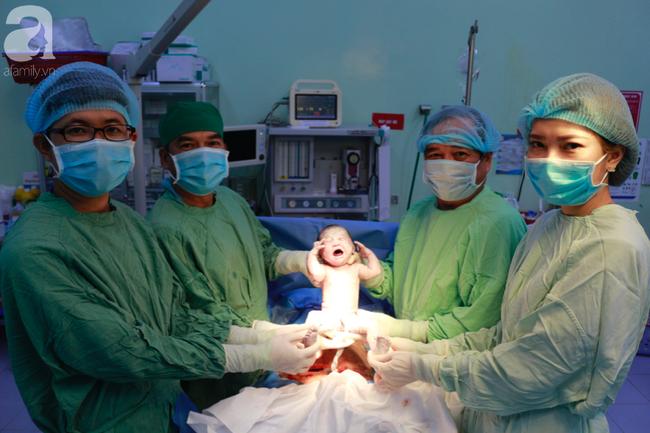 2 bé trai, 2 bé gái tại TP.HCM sinh đúng thời khắc đầu tiên của năm Canh Tý 2020 - Ảnh 8.