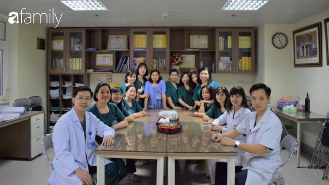 Tập thể lãnh đạo và các cán bộ bệnh viện trong đêm giao thừa