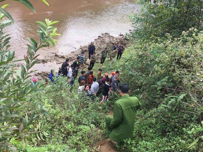 Nữ nạn nhân được phát hiện thò cánh tay cạnh bờ suối ở Lào Cai có hoàn cảnh khó khăn - Ảnh 1.